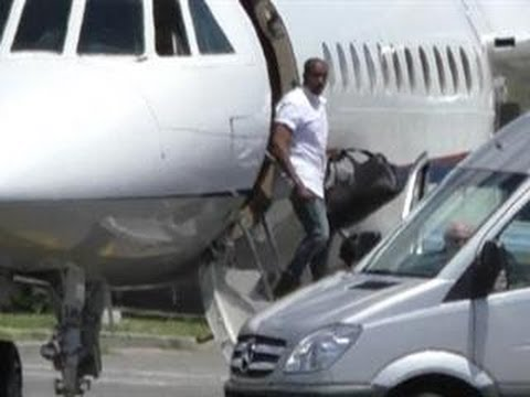 Kanye West, Kim Kardashian & Guests Arrive for Wedding