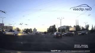 1206 2015 Витебск.  Девушка не заметила регулировщика на перекрестке