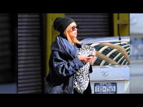 Beyonce and Jay-Z leaving Sant Ambroeus restaurant with Blue Ivy. | Splash News TV | Splash News TV