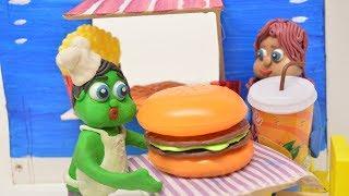 Green Baby MAKES BIG HAMBURGER -In- Fast Food Shop Stop Motion Cartoons For Kids