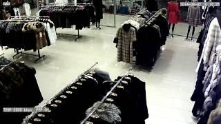 Кража шубы в Саратове.Камера SVIP-220(Камера наблюдения фиксирует факт кражи дорогостоящей одежды (шубы) в одном из бутиков г.Саратова. Обратите..., 2014-09-05T05:33:30.000Z)