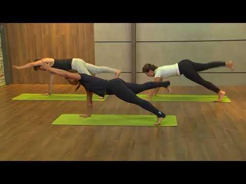 Aula de Mat Pilates com Rafael Licks e a professora Erika Fernandes