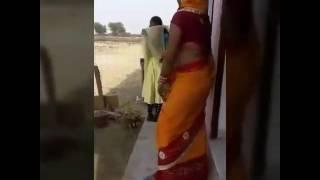 Indian Bhabhi dancing in english Music .भाभी जी का अंग्रेज़ी डांस।