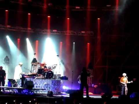 The Doors - 01 - Intro (Carmina Burana) & Roadhouse Blues (Live @ Rock in Roma, 10.7.2012).MPG