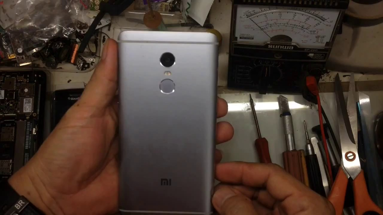 6531c594fbf How to Remove back cover Xiaomi Redmi Note 4 - YouTube
