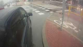 Pomocna dłoń rowerzysty (1): Zepsuty samochód pod światłami w Legionowie (12.02.2014)