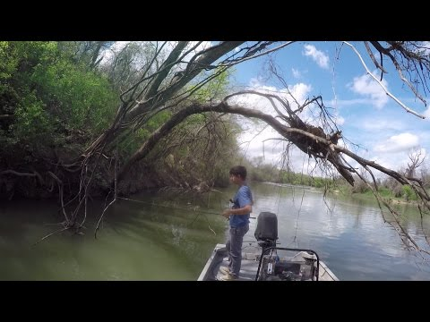 Jig Fisherman's Paradise - Bass Fishing A Texas River