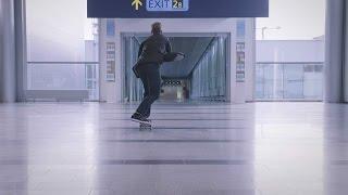 Самый быстрый трансфер в аэропорту Хельсинки от Арто Саари(Узнайте, как Арто Саари тестирует ограничения скорости в аэропорту Хельсинки, а также засекает время самог..., 2014-11-17T14:05:25.000Z)