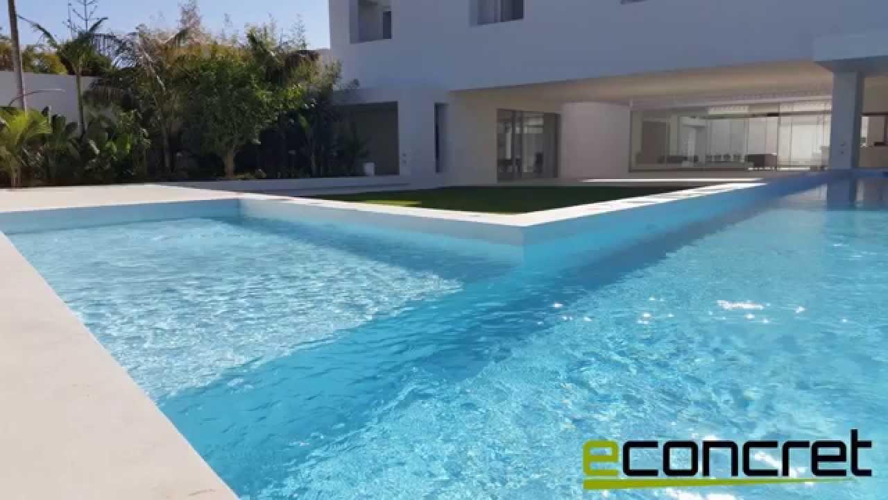 piscina realizada con microcemento para piscinas