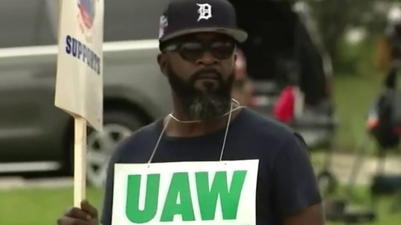 Temp status, health care top list of concerns for UAW members on strike