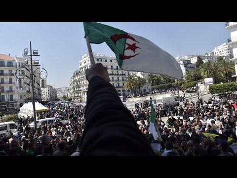 الجزائريون يتظاهرون للجمعة العاشرة على التوالي للمطالبة برحيل النظام  - نشر قبل 3 ساعة