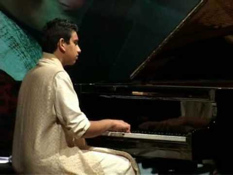 Tribute to Music of Raj Kapoor Films by Utsav Lal-Indian Pianist  on Piano