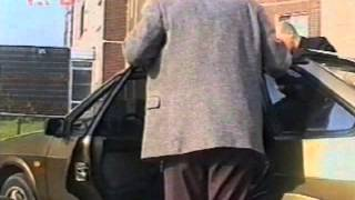 Видео наших партнёров. Студия КГБ. Азбука телохранителя. Ролик 35(Два телохранителя. Тактика пешего сопровождения. Посадка в автомобиль. Клип 1 Подробнее см. http://www.vipv.ru/Подго..., 2016-03-06T22:51:06.000Z)