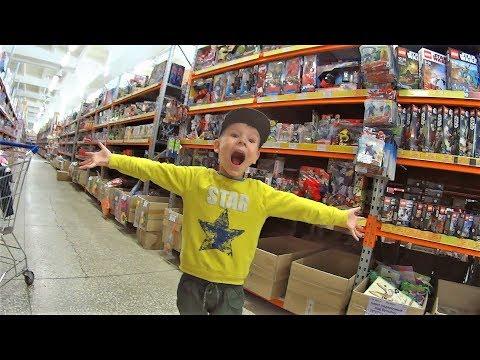 Идем в магазин игрушек Макс выбирает игрушки видео для детей