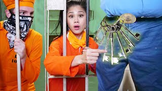 CAN I ESCAPE PRISON? Breaking Out of Jail Using Spy Ninjas Sneaking Skills