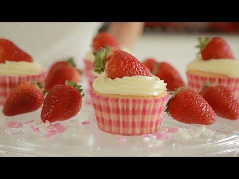 Jessica Eye smashes Cupcake