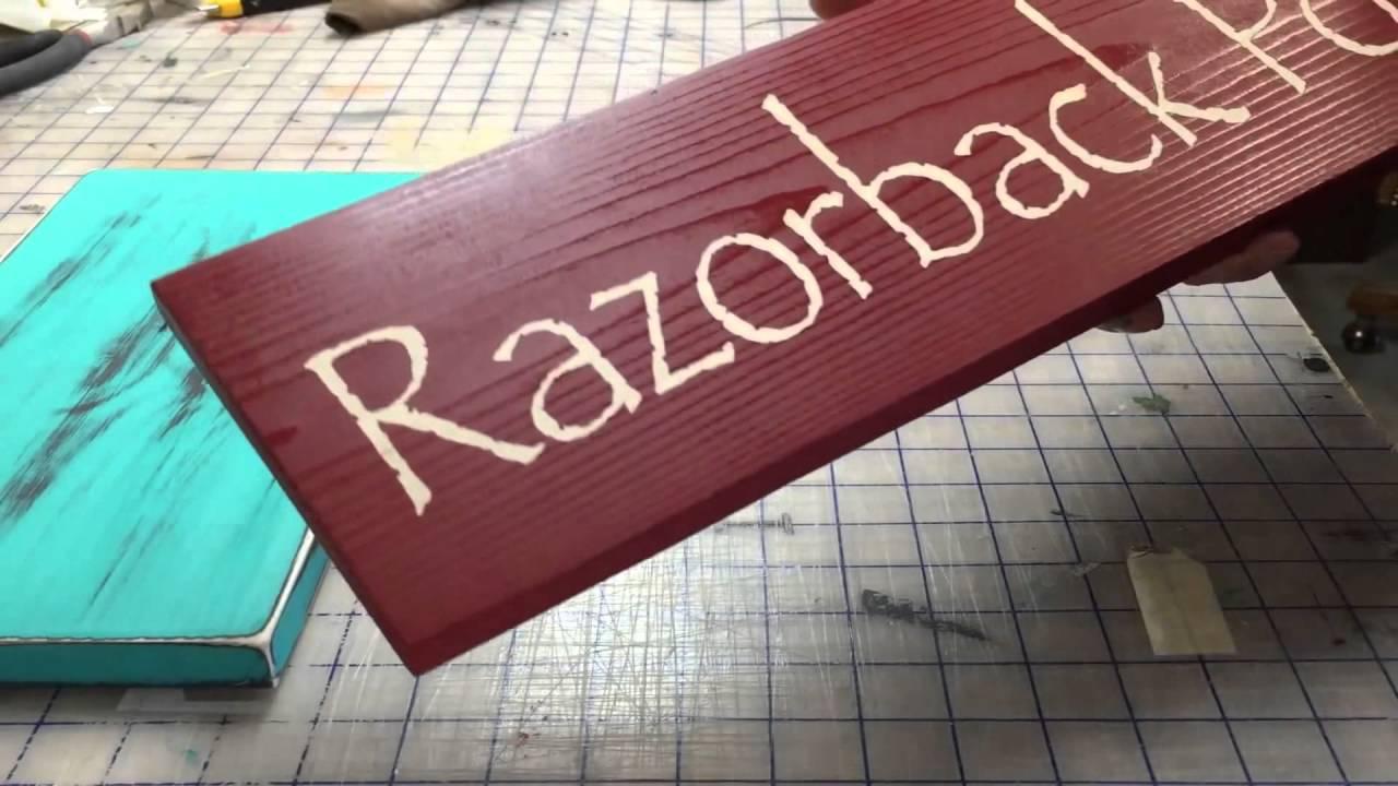 Làm bảng hiệu độc đáo với chất liệu gỗ