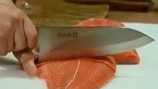 Японские ножи и японская кухня -- гармония в деталях(Замечательный шеф-повар -- сушист Александр Ким специально для Вас готовит суши и роллы с помощью японских..., 2012-08-01T13:01:06.000Z)