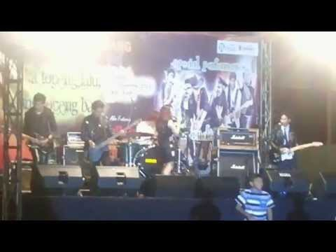 Shafa - Kereta Malam feat. Gladys [LIVE] at Grand Hotel Lembang - New Year 2014