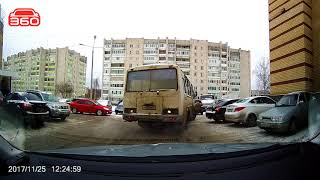 Саров ТЦ Плаза ПАЗ шоркнул emgrand