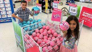 Heidi e Zidane jogam jogos divertidos em uma loja de brinquedos