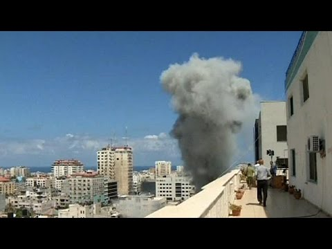 Gaza death toll rises as Israeli ground offensive starts