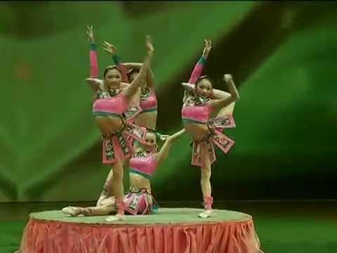 Chinese Acrobats - BALANCING ACT