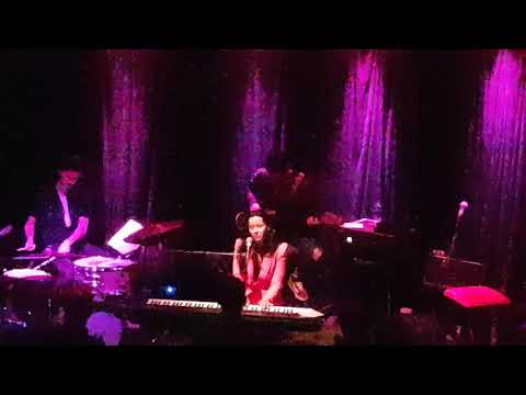 Nerina Pallot - Boy On The Bus - live at the Trades Club