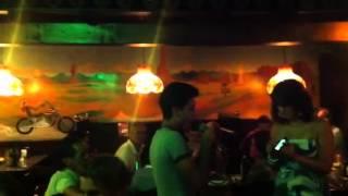 Simo al karaoke