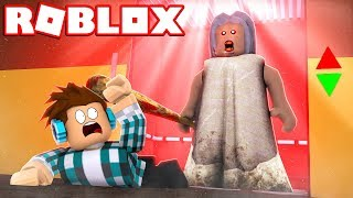 GRANNY CAME AFTER ME on ROBLOX!  (Amazing)