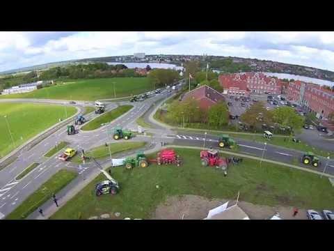 116 traktorer ved Vestre Landsret i Viborg set fra en drone