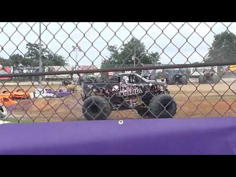 monster jam Bubba Speedway donut compitition!