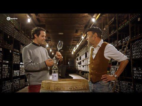 Victor Mids buigt voor het oog van Ilja Gort een wijnglas   MINDF*CK 3
