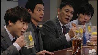 井川遥さん、加瀬亮さん、ピエール瀧さん、田中圭さん出演の角瓶のCMを...