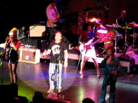 The B-52's -Strobe Light-Live Sydney November 2009 mp3