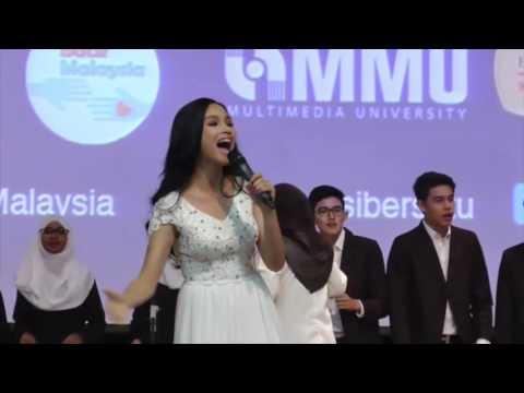 Tya Arifin Performing Sinaran, at The Story.