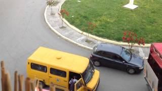 Греция. Пелопоннес. Пиргос. Школьный автобус. Забирают ребенка в садик(, 2014-04-23T06:01:58.000Z)