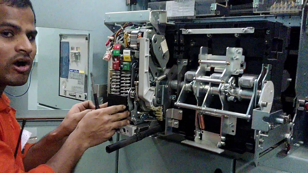 Electrical engineer ACB air circuit breaker maintenance