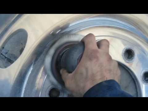 DIY Tony Metal Art  how to polish aluminum wheels/light sanding pt. 2
