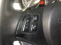Restauración volante BMW con vinil, recubrimiento gastado, volante desgastado.
