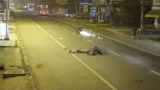 [HOT] Quái xế tông xe máy qua đường toé lửa, một người chết