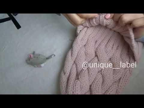 Как пришить бирку к вязаной шапке