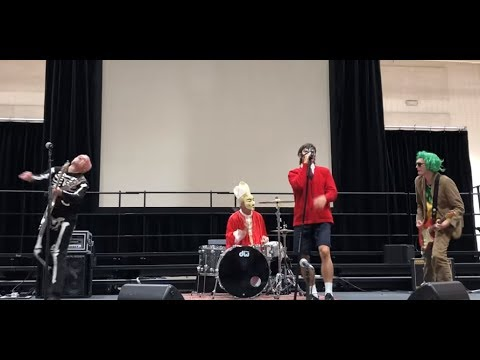 The Red Hot Chili Peppers played a surprise Halloween performance in a school gym ..! Mp3