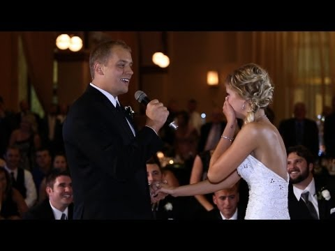 GROOM SURPRISES HIS BRIDE BY SINGING & STARTING FLASH MOB AT THEIR WEDDING RECEPTION
