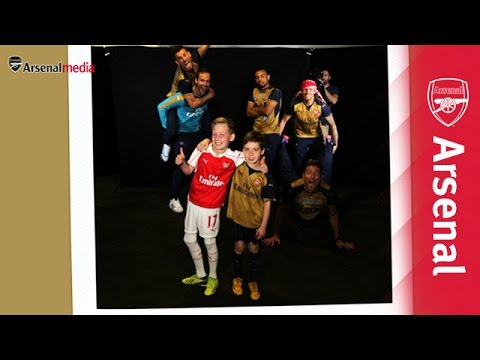 Arsenal stars photobomb unsuspecting fans!