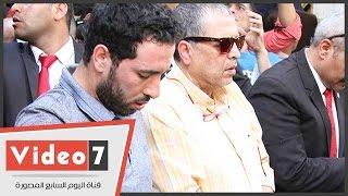 """الجمهور يطارد """"الماجيكو"""" فى جنازة طارق سليم"""