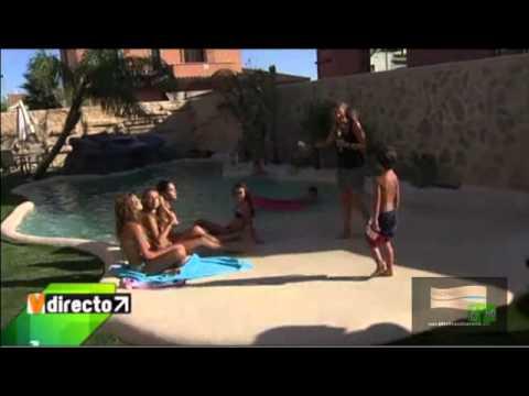 La sexta muestra una piscina de arena en verano directo for Cuanto cuesta instalar una piscina prefabricada