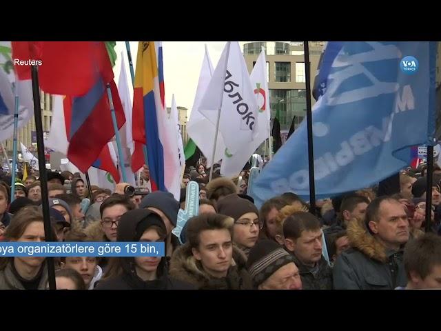 Rusya'da Binlerce Kişi İnternet Kısıtlamalarını Protesto Etti