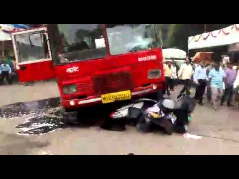 Pune's People Power: Group Lifts Bus to Free Trapped ...