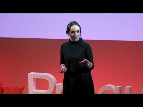 Škodí nám sociální sítě?   Michelle Losekoot   TEDxPragueWomen